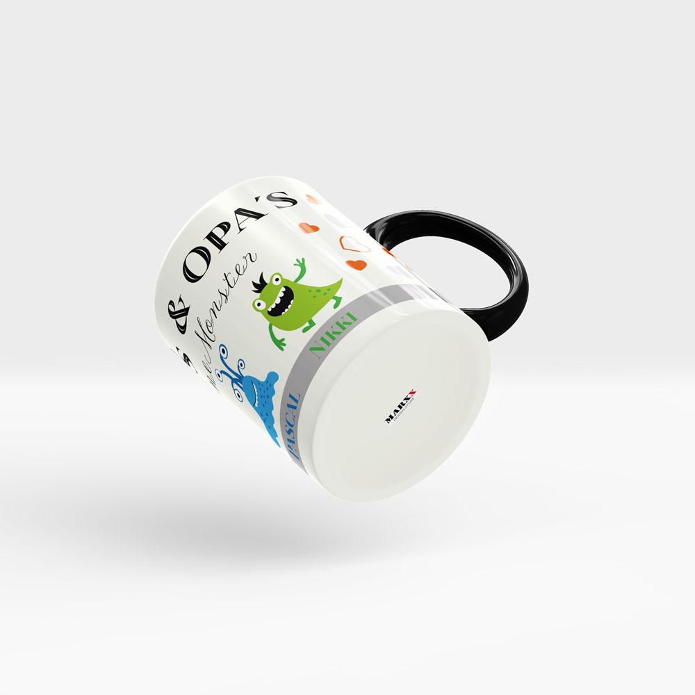 Kaffee Tasse Enkelkinder mit kleinen Monstern und Wunschnamen. Ansicht rechts, schwarzer Henkel