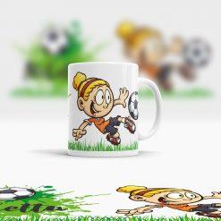 Kindertasse mit Namen und Fußball Motiv aus Kunststoff Ansicht rechts