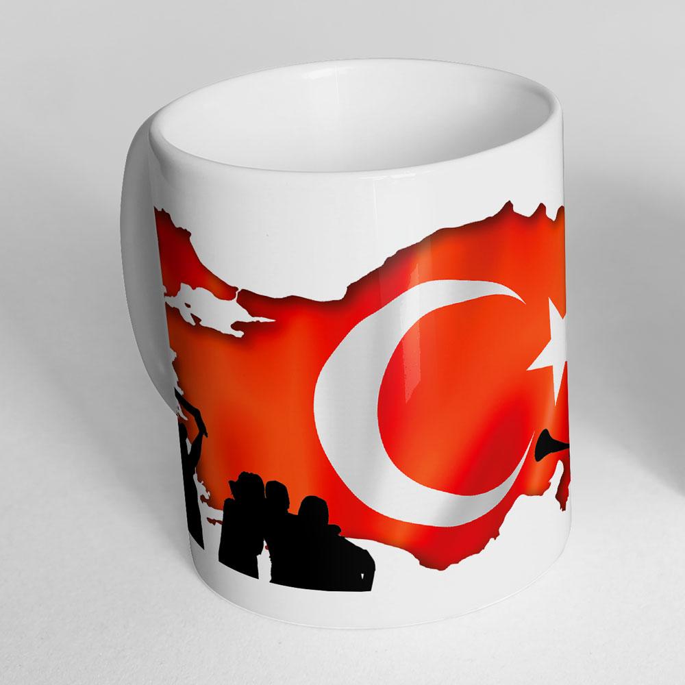 Türkei Fußballtasse Türkiye mit drehbarem Fußball am Henkel Ansicht stehend