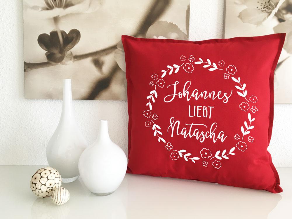 kissen geschenke f r verliebte mit namen liebeskissen. Black Bedroom Furniture Sets. Home Design Ideas