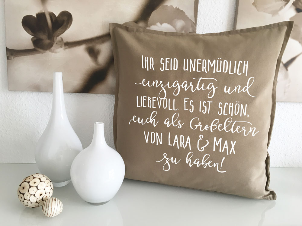 dekorative kissen geschenke gro eltern mit namen geschenkidee. Black Bedroom Furniture Sets. Home Design Ideas