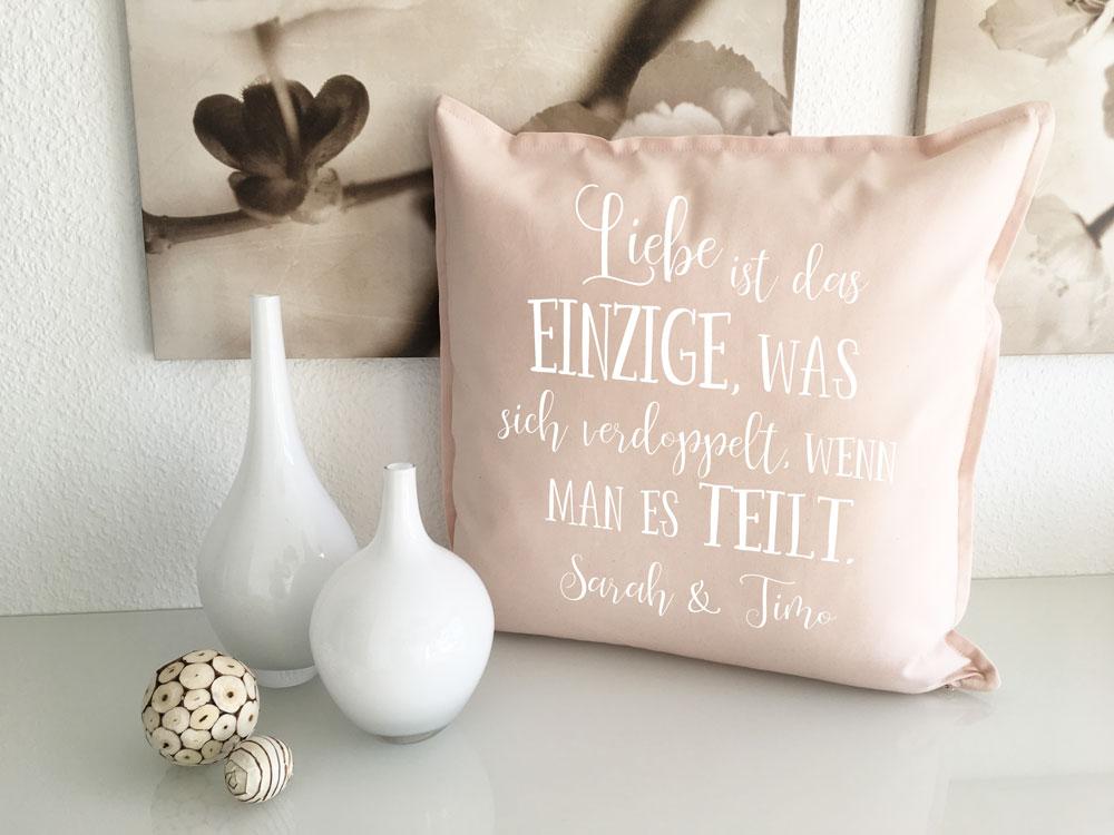 kissen geschenke f r verliebte mit namen spruch geschenk hochzeit. Black Bedroom Furniture Sets. Home Design Ideas