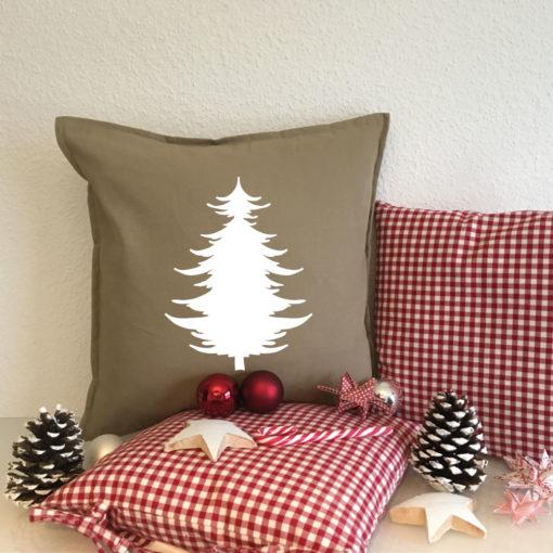 Kissen Geschenk zu Weihnachten unter dem Tannenbaum