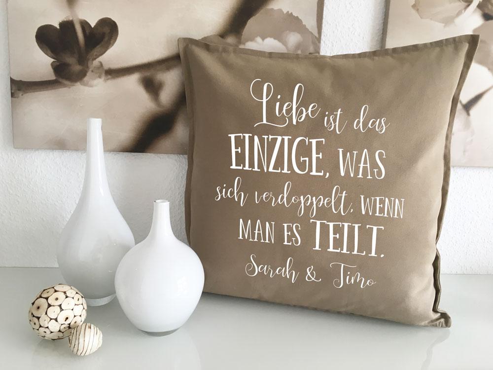 kissen geschenke f r verliebte mit namen spruch geschenk. Black Bedroom Furniture Sets. Home Design Ideas