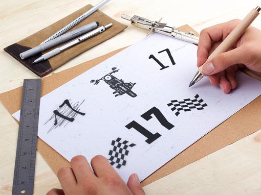 Zweifarbige Startnummer für das Motorrad fertigen