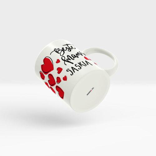 Tasse Muttertag mit Namen und roten Herzen