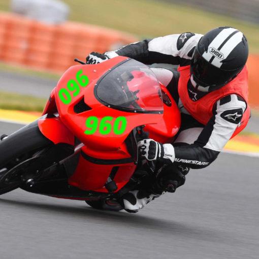 Zahlenaufklebern für ein Motorrad